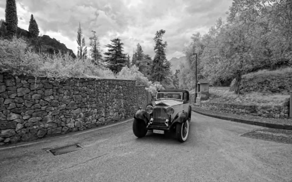.. approaching the castle with a wonderful vintage car!