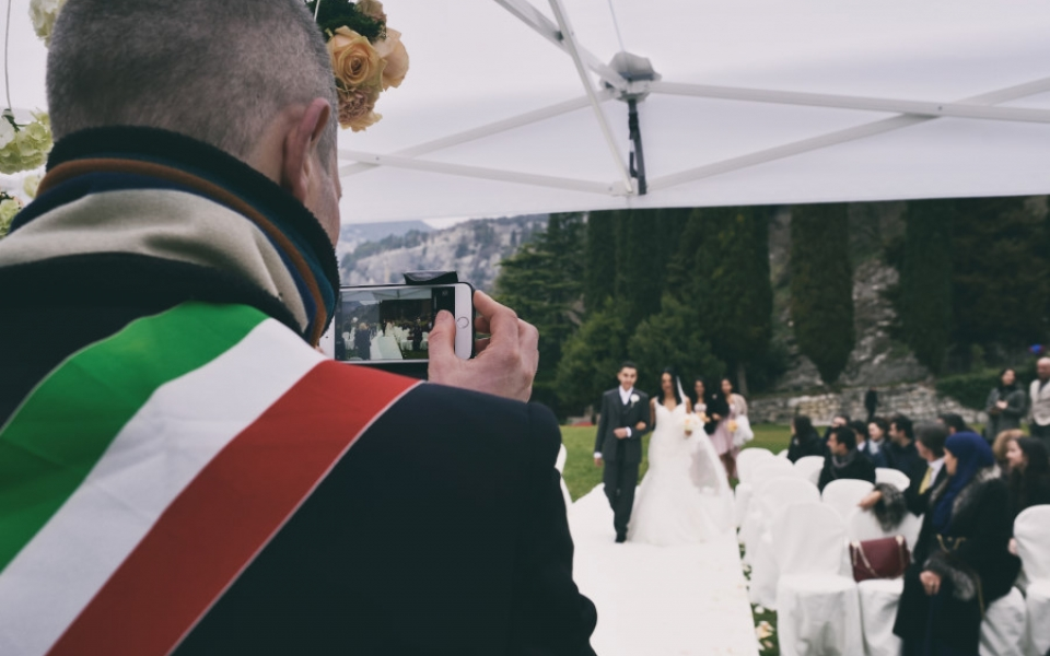 The Mayor of Arco, will documents the moment..